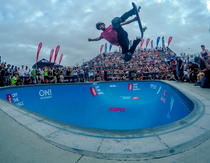 Bucky goes H.A.M. in the Bondi Bowl to take the win at the Vans Bowl-A-Rama